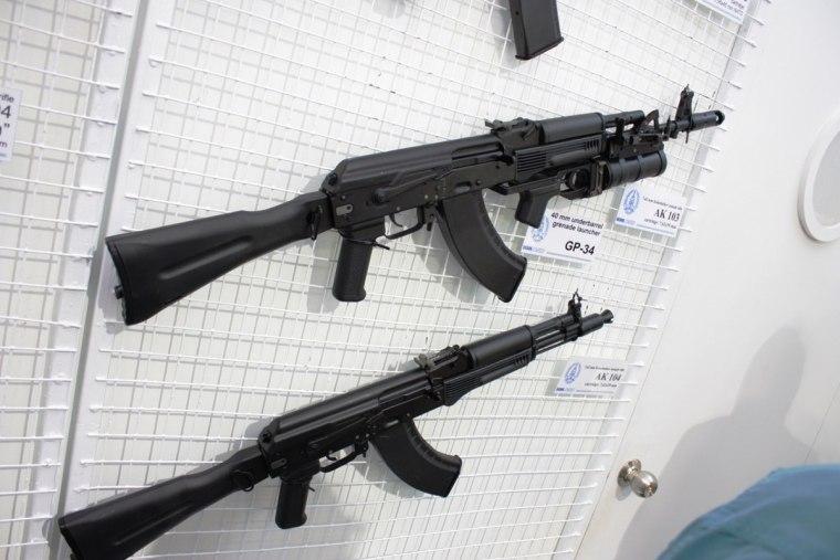 1200px-Izhmash_Rifles_-_AK-103_with_GP-34_Grenade_Launcher_and_AK-104.jpg