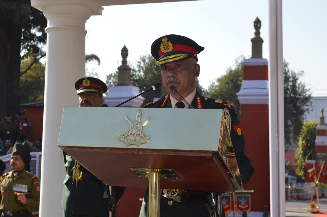 RO addressing the Passing out course.JPG