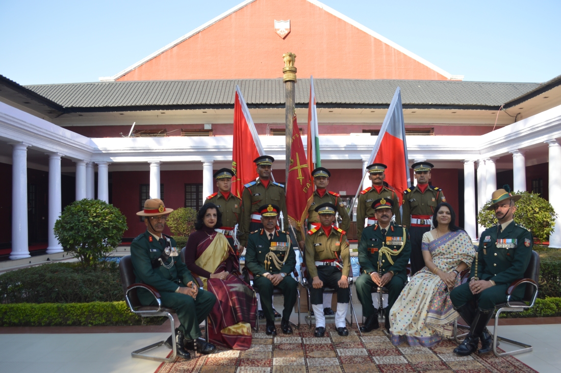 RO and Comdt with Prize Winners.JPG