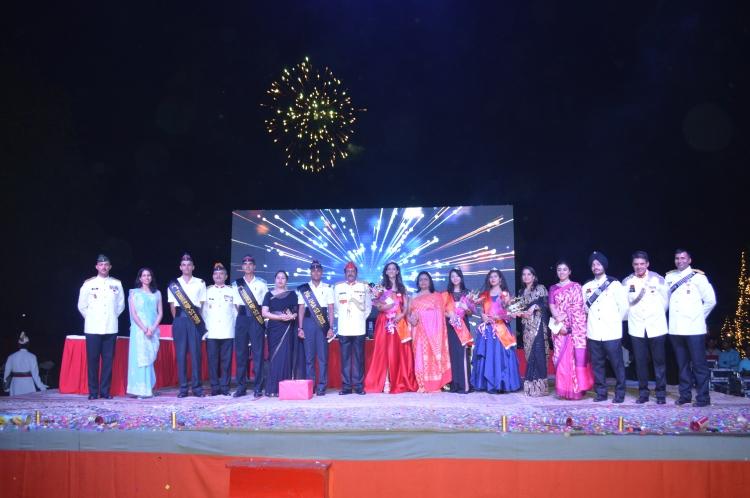 Winners with Commandant