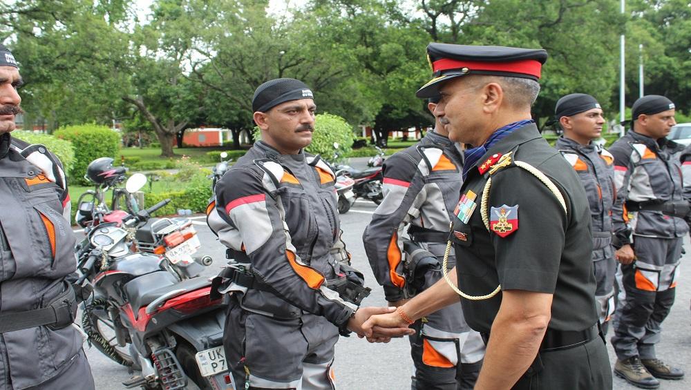 Maj Gen GS Rawat, AVSM, YSM, SM metting the Riders